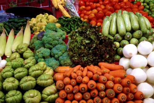 Perfunctory shot of stacked veggies at the market.