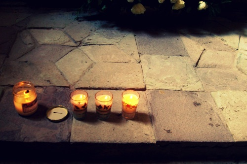 Candles set in front of an alter in Atoltoniclo